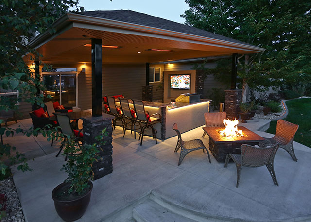 Considering a Backyard Fire Pit? Here's What You Should Know